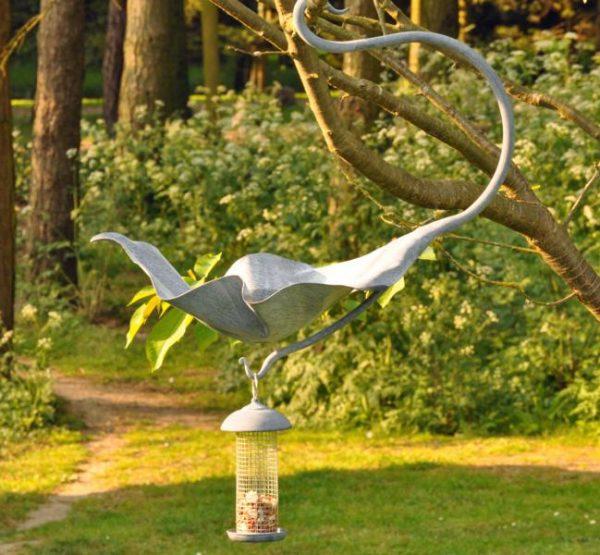 Hanging leaf bird bath feeder